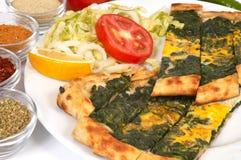 Pide turco - spinaci immagini stock libere da diritti