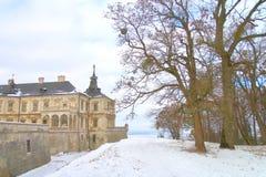 Pidhirtsi slott på en vinterdag Arkivfoto