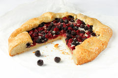 Pie with black and red raspberries on a white background Royalty Free Stock Photos