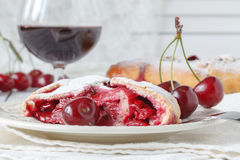 Pie with cherries and sour cream in a dish, towel with a spoon o Stock Photography