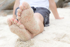 Pie descubierto en la playa Fotografía de archivo libre de regalías