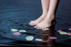 Pie en agua fotografía de archivo libre de regalías