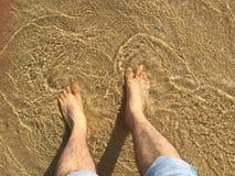 Pie en la agua de mar Imagen de archivo libre de regalías