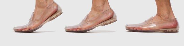 Pie en secuencia que camina del zapato transparente Imagen de archivo libre de regalías