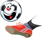 Pie que golpea el balón de fútbol con el pie divertido aislado Fotos de archivo libres de regalías