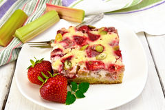 Pie strawberry-rhubarb with sour cream and towel on board Royalty Free Stock Photos