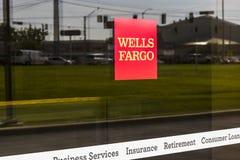 Pie Wayne - circa agosto de 2017: Wells Fargo Retail Bank Branch Wells Fargo es proveedor de servicios financieros XIII Foto de archivo libre de regalías