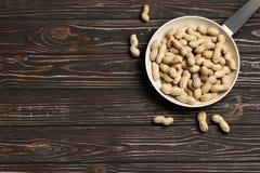 Piec arachidy w niecce zdjęcia stock