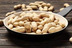 Piec arachidy w niecce obrazy stock