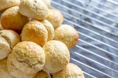 Piec babeczki i chleb Zdjęcia Royalty Free