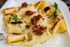 Piec Cannelloni wypełniający z ricotta obrazy stock