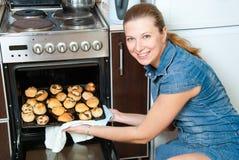 piec domowej tort kobiety Obraz Stock