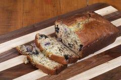Piec i pokrajać bananowy chleb Obraz Stock