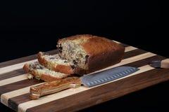 Piec i pokrajać bananowy chleb Zdjęcia Stock