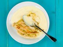 Piec Jabłczanego kulebiaka I Custard deser Fotografia Stock