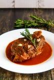 Piec Jagnięcy kotleciki na Pomidorowego kumberlandu bocznym widoku zdjęcia royalty free