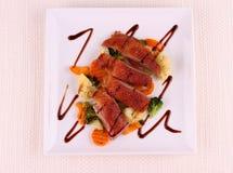 Piec kaczki pierś, warzywa, czarny kumberland Obrazy Stock