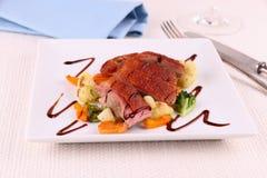 Piec kaczki pierś, warzywa i kumberland, Zdjęcie Stock