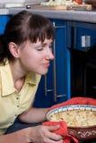 piec kalafiorowy właśnie wącha kobiet potomstwa Zdjęcie Stock