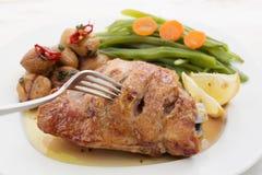 Piec kurczak pierś z kasztanami Zdjęcie Royalty Free