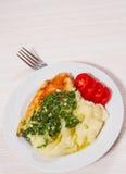 Piec kurczak pierś z pesto puree ziemniaczane i kumberlandem Zdjęcia Royalty Free