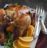 Piec kurczak z pomarańcze. Fotografia Stock