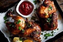 Piec kurczak Z ziele I ketchupem Fotografia Royalty Free