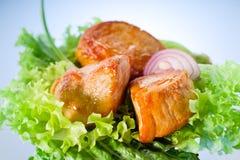 Piec mięso na sałata liściach obraz royalty free