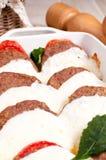 Piec mięso z pomidorami i rozciekłą mozzarellą fotografia stock