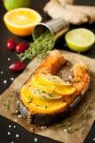 Piec na grillu łosoś, wapno, pomarańcze i imbir, zdjęcia royalty free