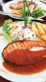 Piec na grillu łosoś z korzennym i słodkim kumberlandem obraz royalty free