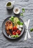 Piec na grillu łosoś, zucchini, piec czereśniowych pomidory i silky tofu - zdrowy zrównoważony posiłek na popielatym tle obrazy royalty free