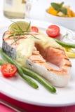 piec na grillu łososiowy stek Zdjęcia Stock