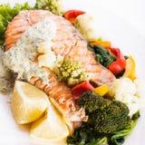 Piec na grillu łososiowy stek Obrazy Royalty Free