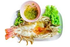 Piec na grillu świeża duża garnela, rzecznej krewetki tajlandzki styl z korzennym sauc zdjęcie stock