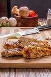 piec na grillu białego mięsa kurczaka pierś, kurczak obdziera Obrazy Royalty Free