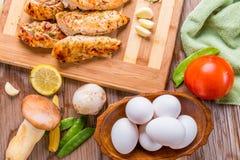 piec na grillu białego mięsa kurczaka pierś, kurczak obdziera Zdjęcia Royalty Free
