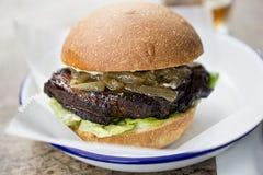 Piec na grillu brisket hamburger zdjęcia royalty free