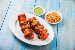 Piec na grillu chałupa ser lub także znać jako Paneer Tikka Kebab, chili chili, paneer lub lub, bar paneer lub tandoori paneer w  Obrazy Stock