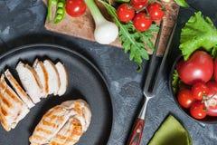 Piec na grillu chiken polędwicowego na smażyć nieckę Zdjęcie Stock