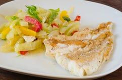 Piec na grillu codfish z warzywami Zdjęcia Royalty Free