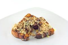 Piec na grillu Cynamonowy chleb Frosted Z orzechami włoskimi Obraz Stock