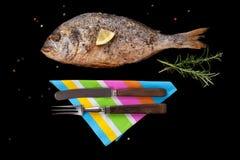 Piec na grillu dennego leszcza ryba Zdjęcia Royalty Free