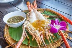 Piec na grillu Gigantyczna Rzeczna krewetka z Tajlandzkim korzennym owoce morza kumberlandem obrazy stock