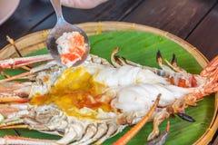 Piec na grillu Gigantyczna Rzeczna krewetka z Tajlandzkim korzennym owoce morza kumberlandem fotografia royalty free