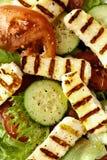 Piec na grillu halloumi z sałatką zdjęcia stock