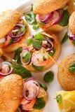 Piec na grillu hamburgery z owoce morza na talerzu Zdjęcie Stock