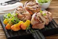 Piec na grillu indyczy tenderloins z bekonem fotografia stock