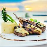Piec na grillu jagnięcy mięsny stek Zdjęcia Royalty Free