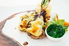 Piec na grillu jagnięcy mięsny stek Fotografia Royalty Free